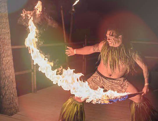 royal_kona_luau_Voyagers_of_the_Pacific_firedancer.jpg